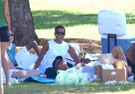 obama-picnic-hawaii