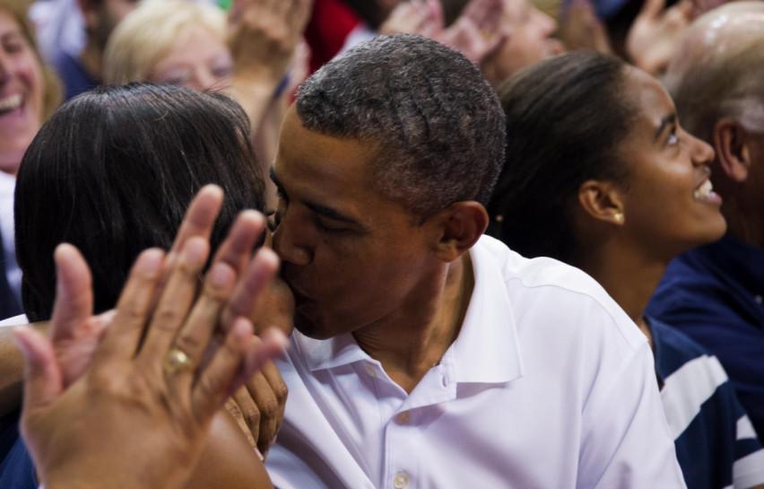 obama kisses