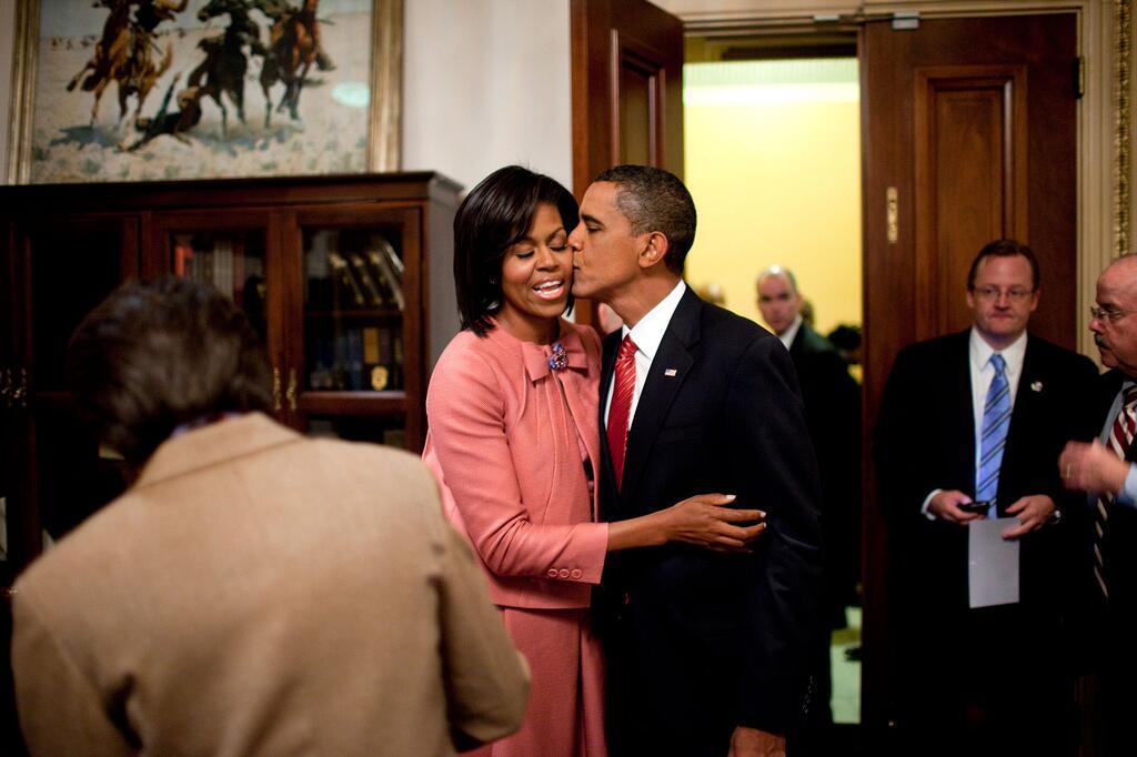 obama love3